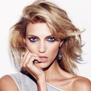Anja Rubik Biography, Age, Height, Weight, Boyfriend, Family, Wiki & More