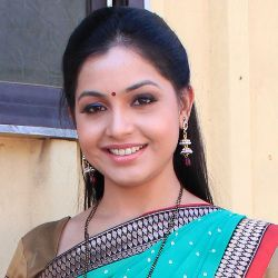Shubhangi Atre Poorey Biography, Age, Husband, Children, Family, Caste, Wiki & More