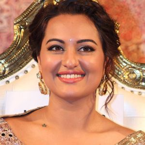Sonakshi Sinha Biography, Age, Height, Weight, Boyfriend, Family, Wiki & More