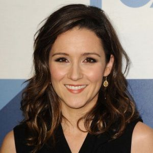 Shannon Woodward Biography, Age, Height, Weight, Family, Wiki & More