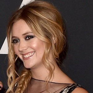 Billie Lourd Biography, Age, Height, Weight, Family, Wiki & More