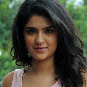 Deeksha Seth Biography, Age, Height, Weight, Boyfriend, Family, Wiki & More