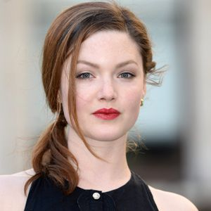 Holliday Grainger Biography, Age, Height, Weight, Family, Wiki & More