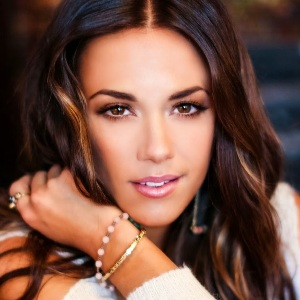 Jana Kramer Biography, Age, Height, Weight, Family, Wiki & More
