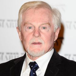 Derek Jacobi Biography, Age, Height, Weight, Family, Wiki & More
