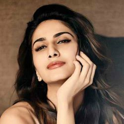 Vaani Kapoor Biography, Age, Height, Weight, Boyfriend, Family, Wiki & More