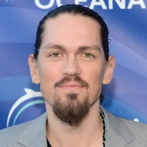 Steve Howey Biography, Age, Height, Weight, Family, Wiki & More