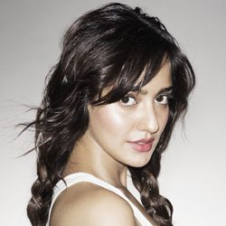 Neha Sharma Biography, Age, Height, Weight, Boyfriend, Family, Wiki & More