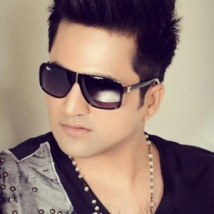 Falak Shabir Biography, Age, Height, Weight, Family, Wiki & More