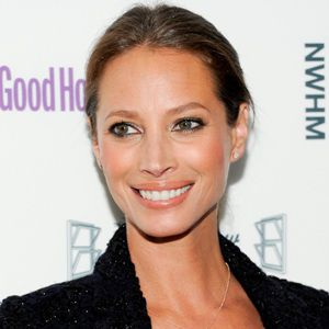 Christy Turlington Biography, Age, Height, Weight, Boyfriend, Family, Wiki & More
