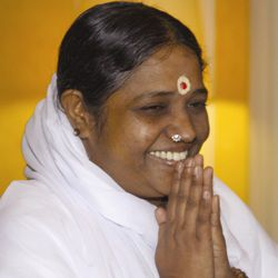 Mata Amritanandamayi Biography, Age, Height, Weight, Family, Caste, Wiki & More