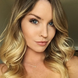 Carly Lauren Biography, Age, Height, Weight, Family, Wiki & More