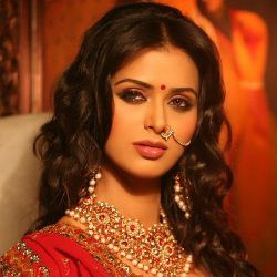 Meenakshi Dixit (Actress) Biography, Age, Height, Weight, Boyfriend, Family, Wiki & More