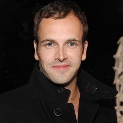 Jonny Lee Miller Biography, Age, Height, Weight, Family, Wiki & More