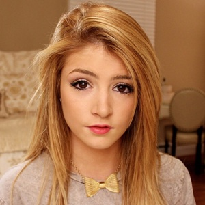Chrissy Costanza Biography, Age, Height, Weight, Family, Wiki & More