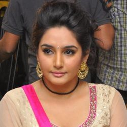 Ragini Dwivedi (Actress) Biography, Age, Height, Weight, Boyfriend, Family, Caste, Wiki & More