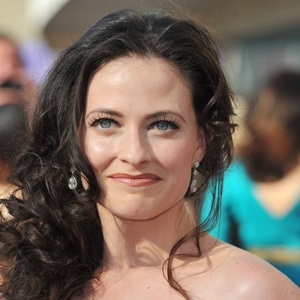 Lara Pulver Biography, Age, Height, Weight, Family, Wiki & More