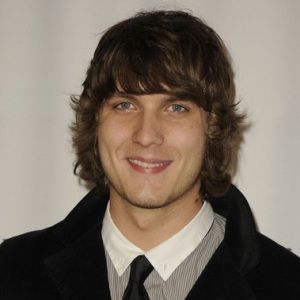 Scott Michael Foster Biography, Age, Height, Weight, Family, Wiki & More