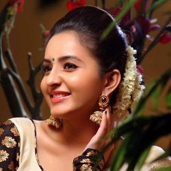 Bhama (Actress) Biography, Age, Height, Weight, Husband, Family, Wiki & More