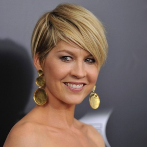 Jenna Elfman Biography, Age, Height, Weight, Family, Wiki & More