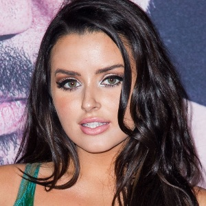 Abigail Ratchford Biography, Age, Height, Weight, Boyfriend, Family, Wiki & More
