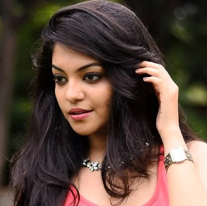 Ahaana Krishna Biography, Age, Height, Weight, Family, Caste, Wiki & More