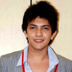 Aditya Narayan Age, Height, Weight, Girlfriend, Family, Wiki & More