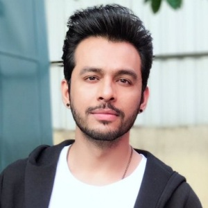 Tony Kakkar Wiki, Age, Height, Family, Girlfriend, Biography & More
