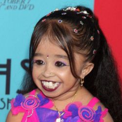 Jyoti Amge Biography, Age, Height, Weight, Boyfriend, Family, Wiki & More