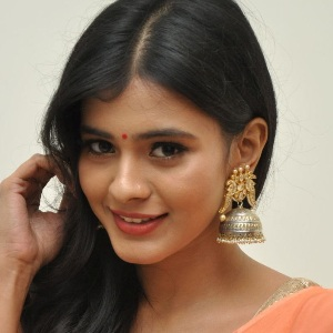 Hebah Patel Age, Height, Family, Movies, Wiki & More