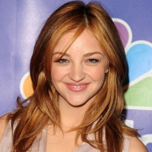 Abby Elliott Biography, Age, Height, Weight, Family, Wiki & More