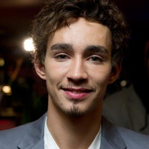Robert Sheehan Biography, Age, Height, Weight, Family, Wiki & More