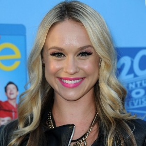 Becca Tobin Biography, Age, Height, Weight, Family, Wiki & More