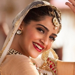 Sonam Kapoor Biography, Age, Husband, Children, Family, Caste, Wiki & More