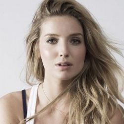 Annabelle Wallis Biography, Age, Height, Weight, Family, Wiki & More