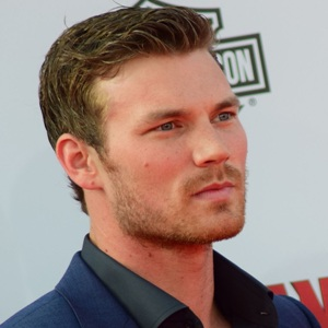 Derek Theler Biography, Age, Height, Weight, Family, Wiki & More