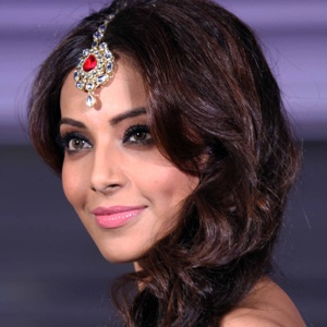 Bipasha Basu Biography, Age, Husband, Children, Family, Caste, Wiki & More