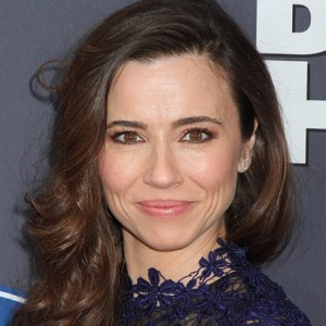 Linda Cardellini Biography, Age, Height, Weight, Family, Wiki & More