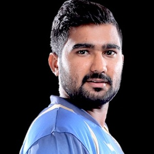 Rahul Tewatia (Cricketer) Biography, Age, Height, Girlfriend, Family, Facts, Wiki & More