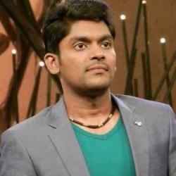 Vidhu Prathap (Singer) Biography, Age, Wife, Children, Family, Caste, Wiki & More