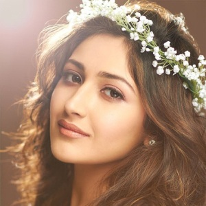 Sayyeshaa Saigal Biography, Age, Height, Weight, Boyfriend, Family, Wiki & More