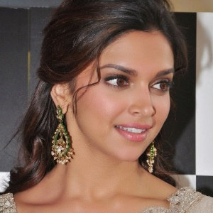 Deepika Padukone Height, Age, Sister, Net worth, Family, Wiki & More