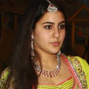 Sara Ali Khan Age, Height, Weight, Boyfriend, Family, Wiki & More