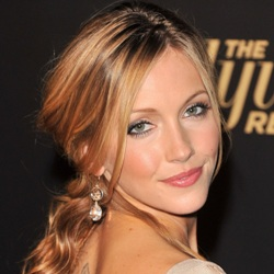 Katie Cassidy Biography, Age, Height, Weight, Family, Wiki & More