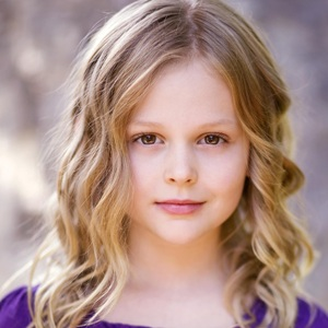 Emily Alyn Lind Biography, Age, Height, Weight, Family, Wiki & More