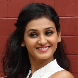 Shakti Mohan Biography, Age, Height, Weight, Boyfriend, Family, Wiki & More