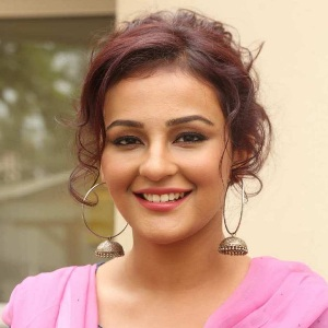 Seerat Kapoor Biography, Age, Height, Weight, Boyfriend, Family, Wiki & More