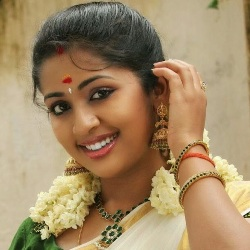 Navya Nair Biography, Age, Husband, Children, Family, Caste, Wiki & More