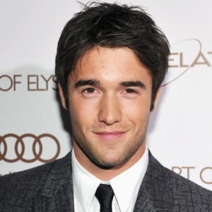 Josh Bowman Biography, Age, Height, Weight, Family, Wiki & More