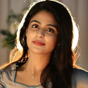 Malavika Wales Biography, Age, Height, Weight, Boyfriend, Family, Wiki & More